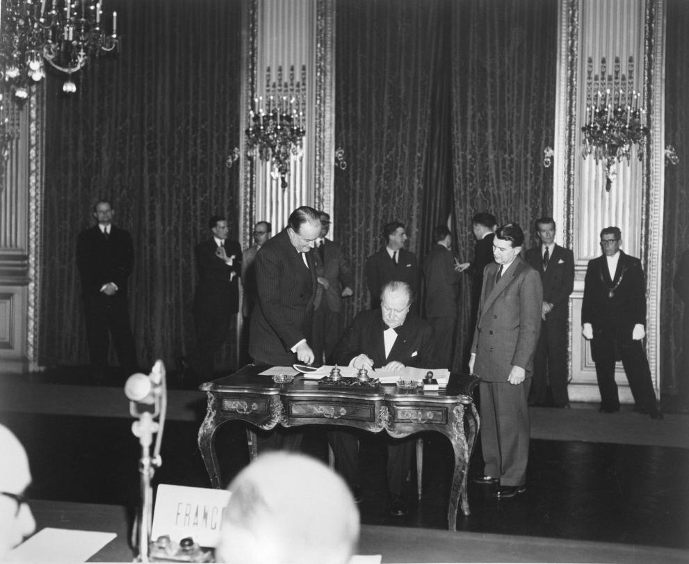Photo de la signature du Traité de Paris
